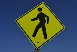 """<a href=""""http://www.publicdomainpictures.net/view-image.php?image=4157&picture=sinal-de-passagem"""">Sinal de passagem</a> por Peter Griffin"""