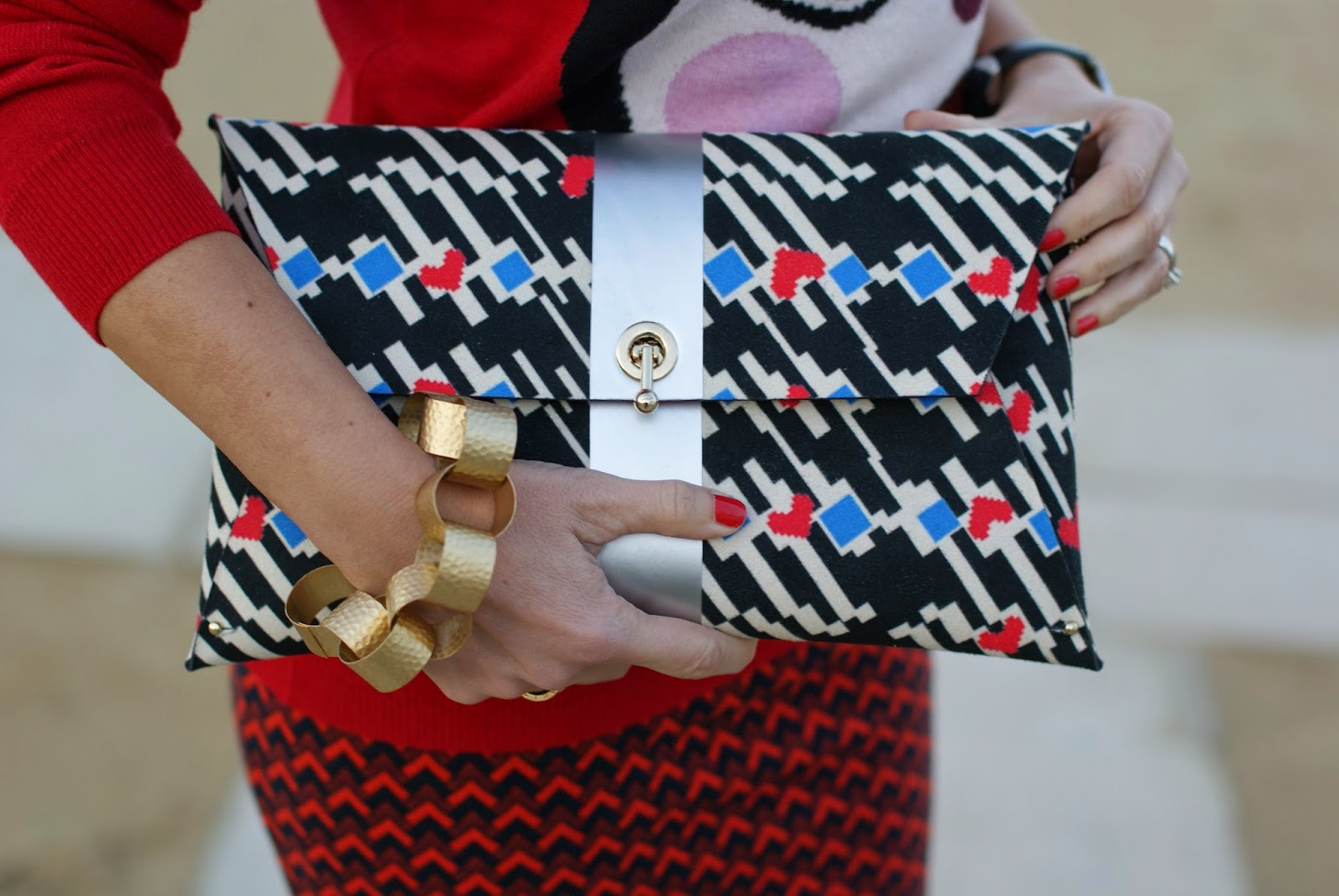 Ohmai bag clutch and Vitti Ferria Contin chain bracelet, Fashion and Cookies, fashion blogger