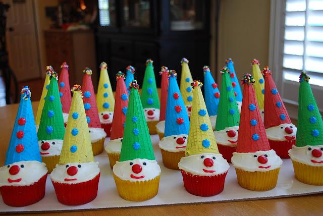 carnival clown cupcakes platter