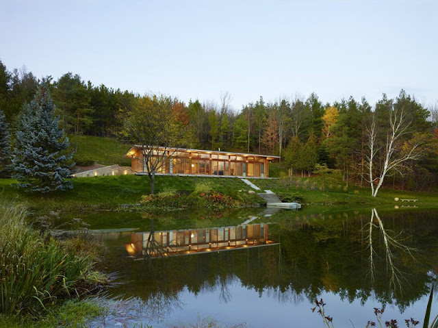 Lake modernist luxurious +HOUSE by Superkül Architects, one of the sustainable house Ontario, Canada.