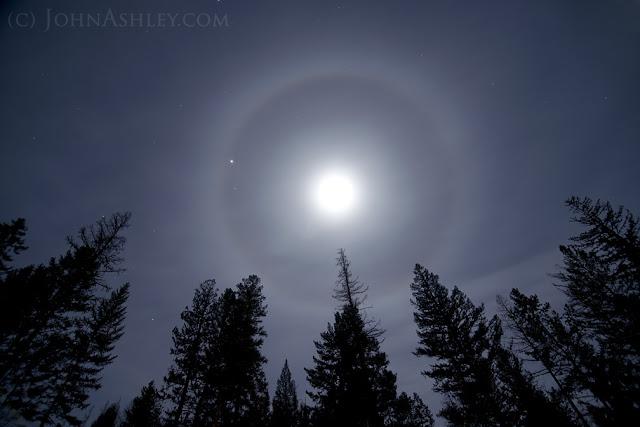 Lunar halo, ring around the moon (c) John Ashley