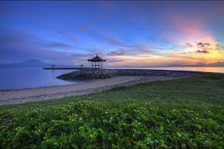Pagi hari di pantai Sanur, Bali