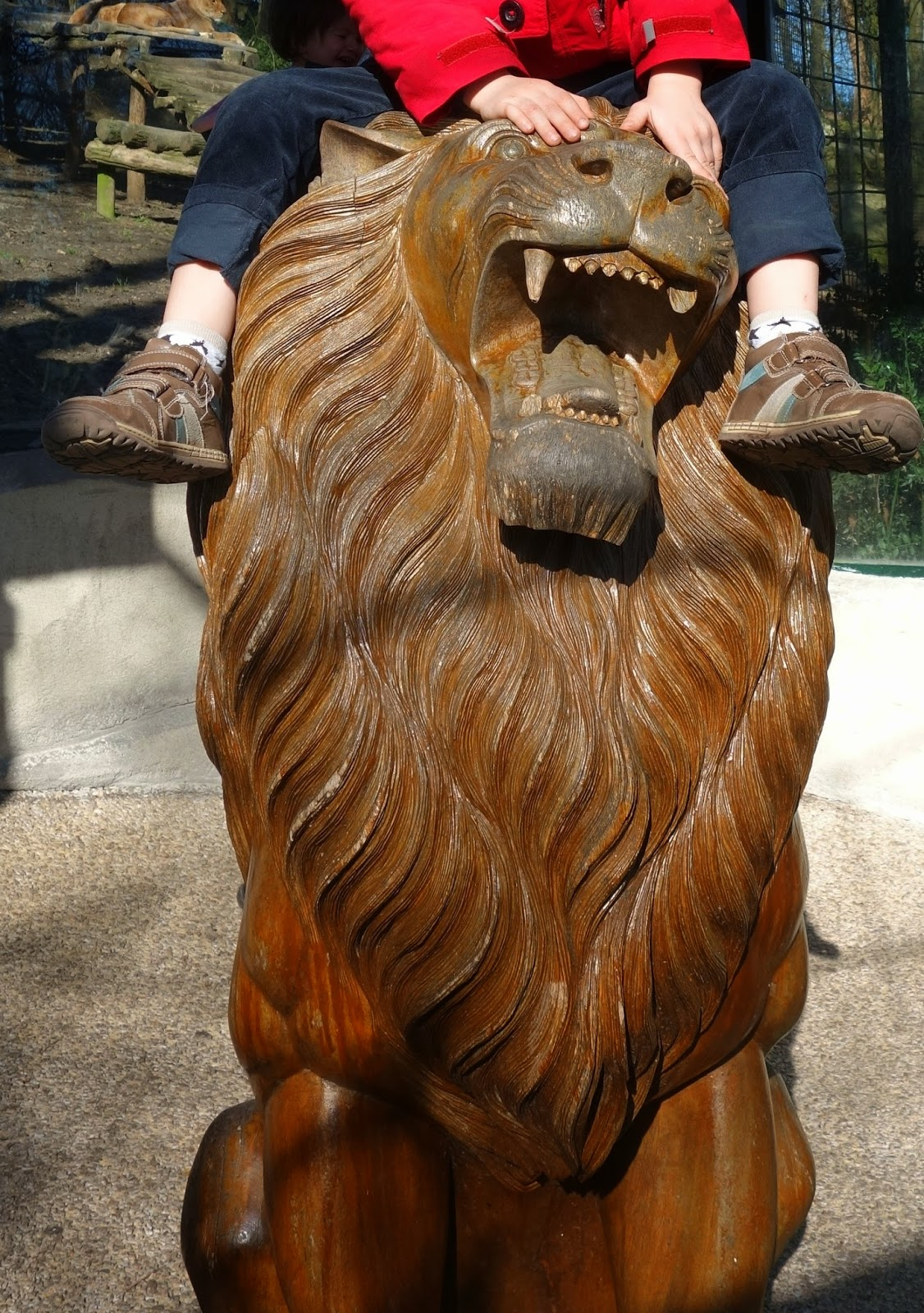 scultpure lion beauval