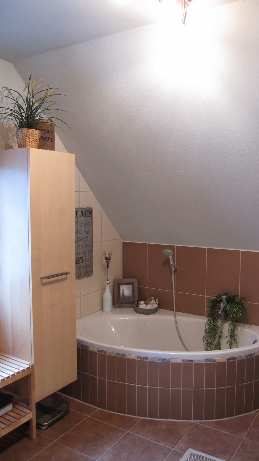 kleines gelbes haus badezimmer mit strand flair. Black Bedroom Furniture Sets. Home Design Ideas