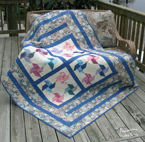 Blue blooms quilt at Freemotion by the River