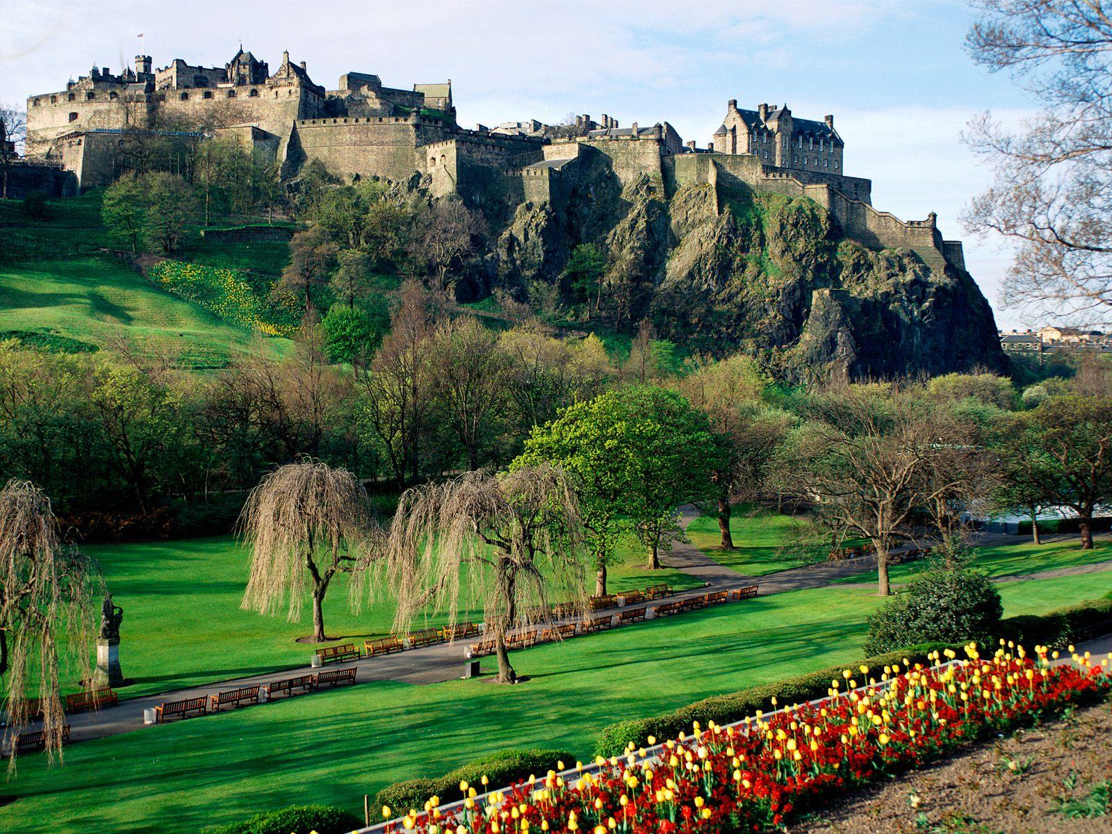 http://3.bp.blogspot.com/-GFtLMd6gBTw/T2zb-ysILnI/AAAAAAAAOQQ/UcTV1TdW3zw/s1600/wonderful-Edinburgh-Castle-Scotland.jpg