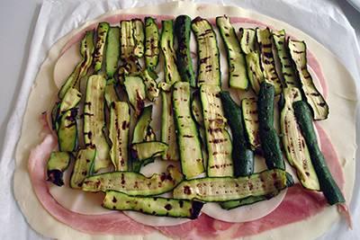 Strudel prosciutto scamorza e zucchine 5