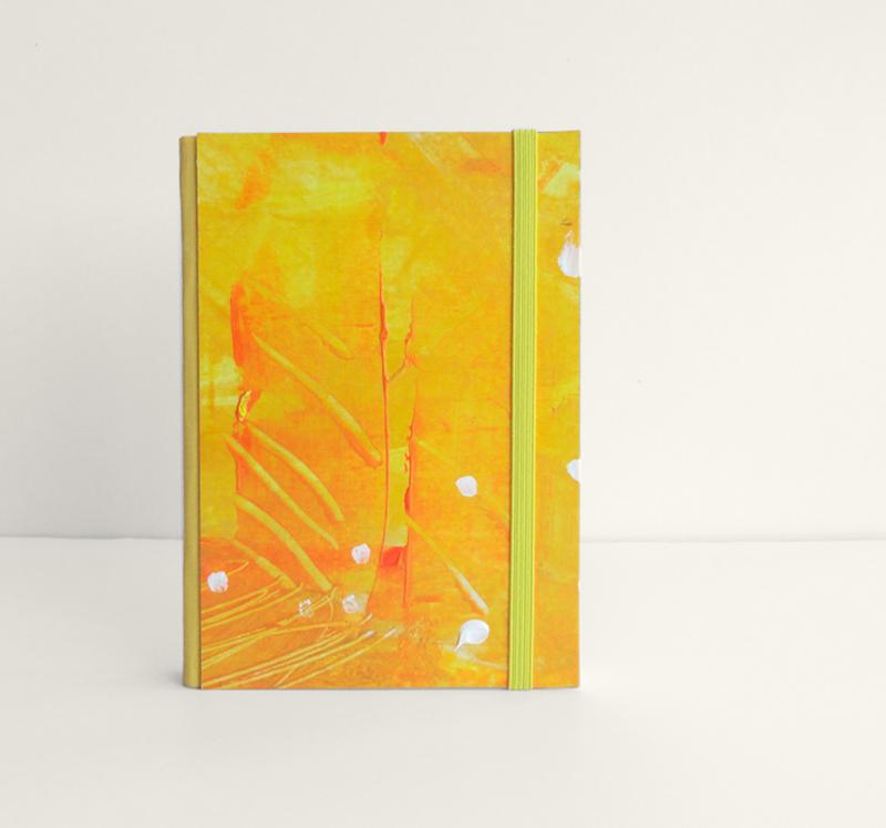"""Cuaderno Tamaño Bolsillo A6. Encuadernado y pintado a mano. """"Feito orange"""""""