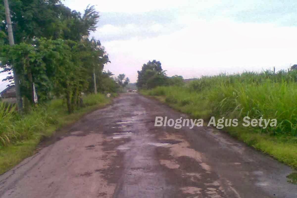 Jalanan di kecamatan Kabuh