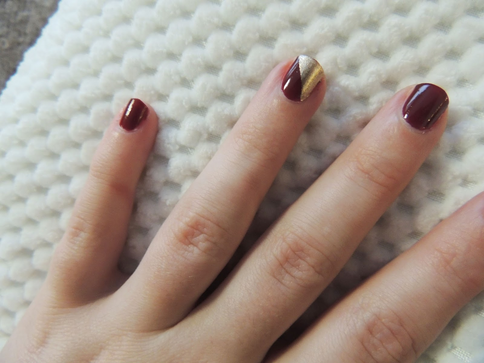 Simple seasonal nail art emiloue to recreate the look you paint your nails as normal apply a base coat two or three coats of colour then leave them to dry once they are dry prinsesfo Choice Image