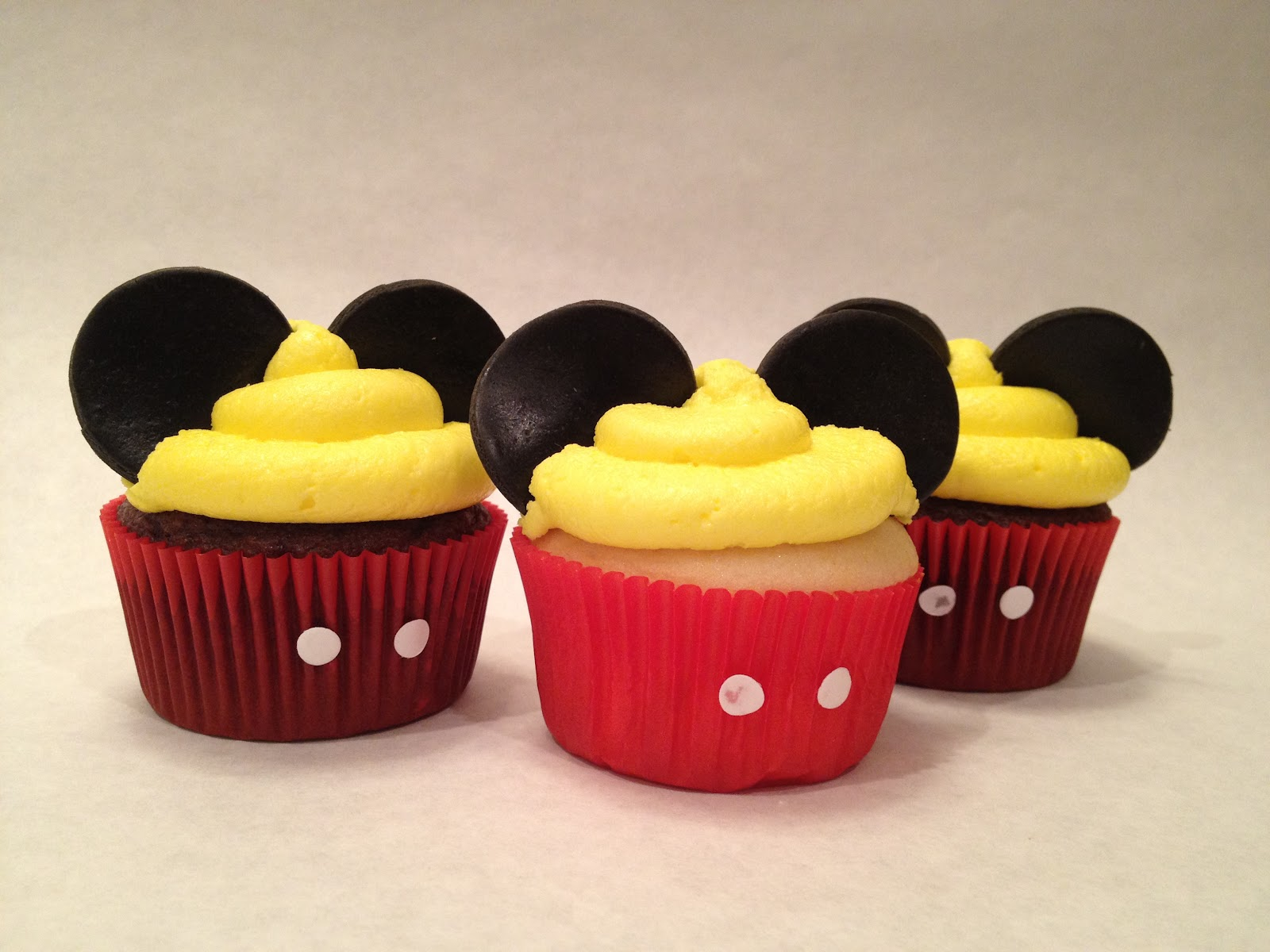 Pictures Of Mickey Mouse Cupcakes : Custom Party Themes: We Have Ears say Cheers!