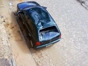 Vítima despencou sobre carro em avenida na BA (Foto: Jeorge Katatau/Arquivo Pessoal)