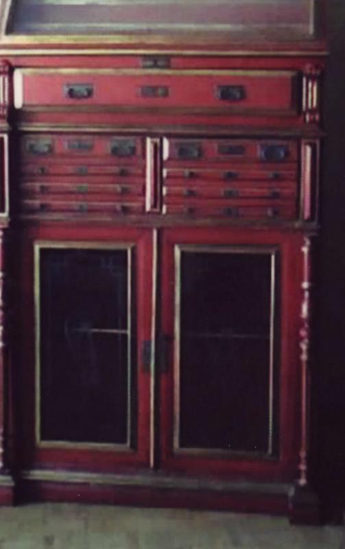 El desv n de los trastucos mueble de farmacia restaurado for Muebles el desvan