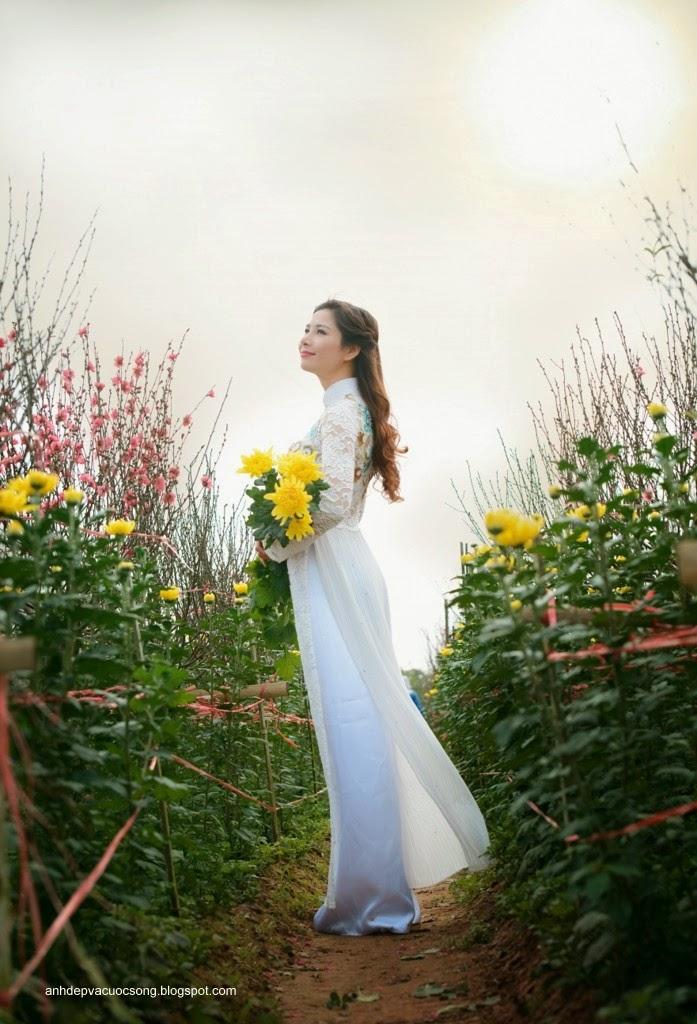 Người đẹp dạo phố hoa đào 2