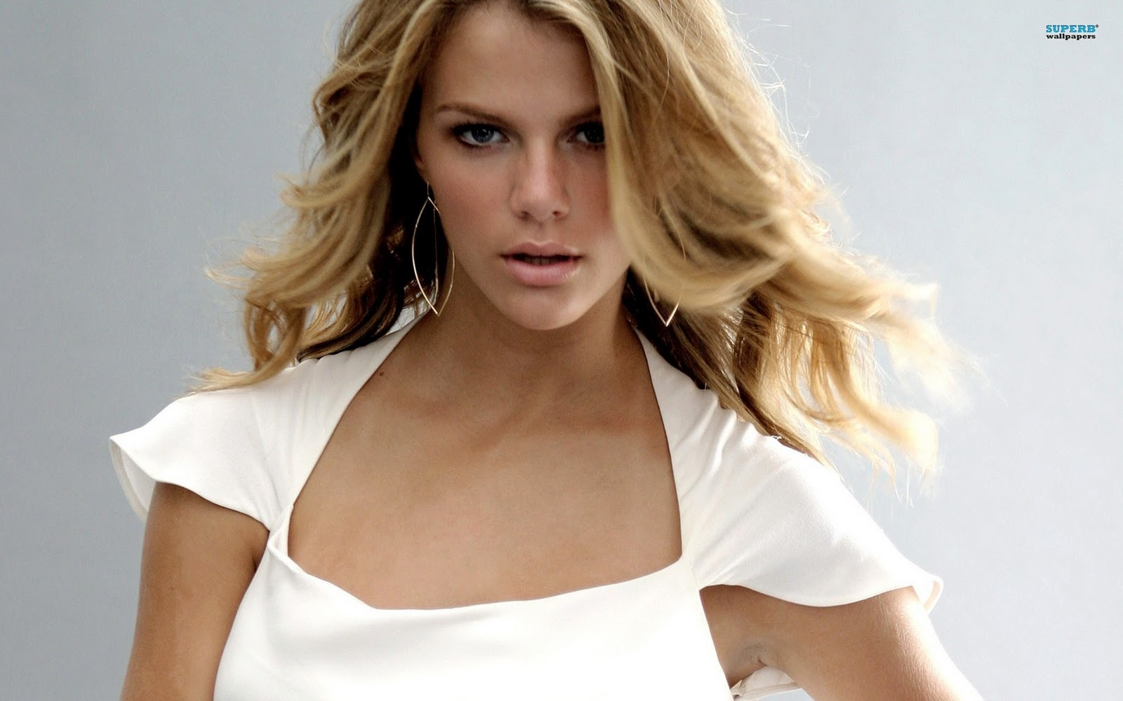 http://3.bp.blogspot.com/-GH2xDpqStCo/T4vk7ICPUKI/AAAAAAAAKZQ/STniooqIpSU/s1600/Brooklyn-Decker-Wallpapers-Widescreen-.jpg