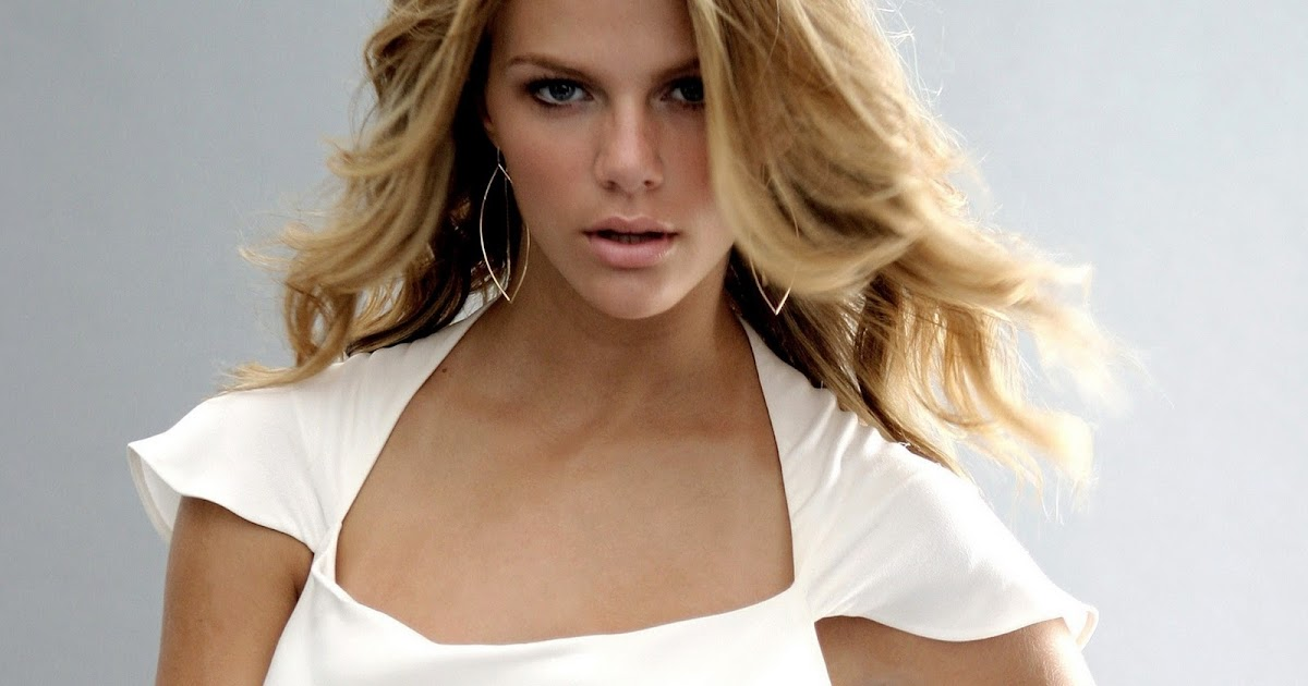 Brooklyn Decker Vs Mod... Brooklyn Decker