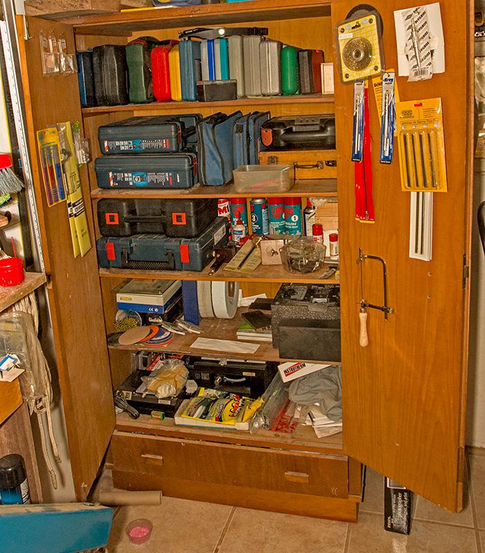Adesivo De Levantar Mama ~ Marceneiro em Casa Guardando ferramentas