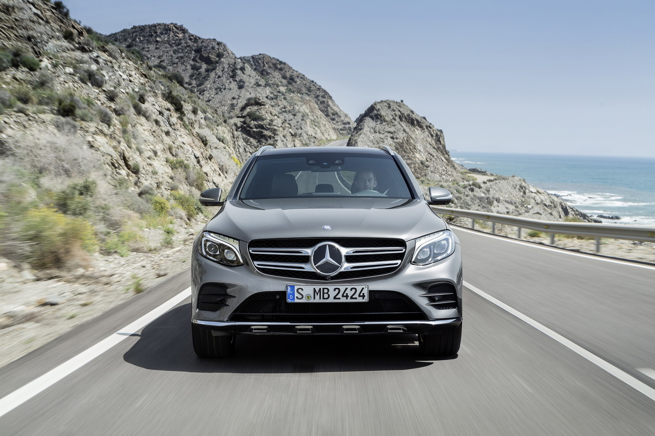 all new 2016 mercedes benz glc this is it carscoops. Black Bedroom Furniture Sets. Home Design Ideas