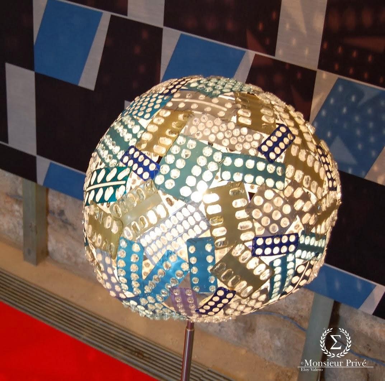 Curiosas ideas l mparas hechas con bl sters o empaques - Ideas para lamparas ...