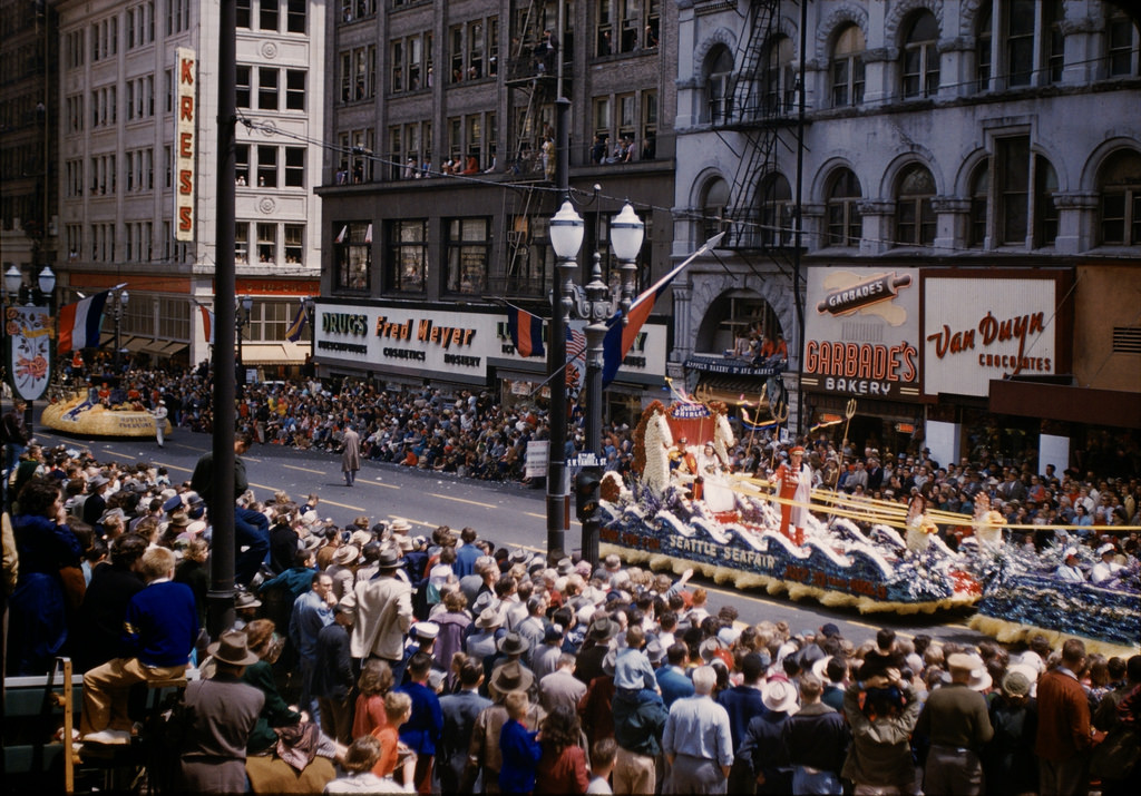 Film 44 vintage color pictures of the portland rose festival in 1954