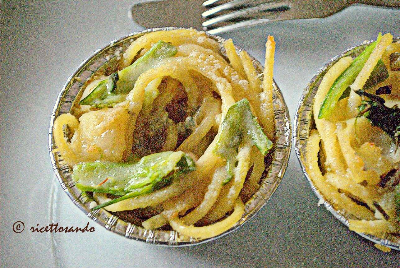 Timballino di bucatini con patate  gorgonzola e asparagi ricetta primi