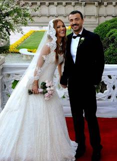 demet-akalın-düğün-fotoğrafları-gelinlik