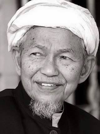 2- Allahyarham Tuan Guru Dato Nik Abd Aziz Nik Mat, adkdayah, ulamak