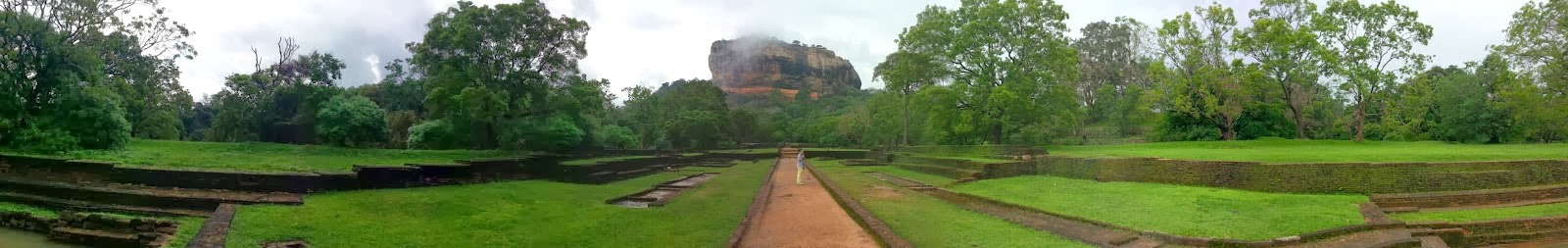 Сигирия Водные Сады, Шри-Ланка, фото панорама высокого качества, красивый ландшафтный дизайн