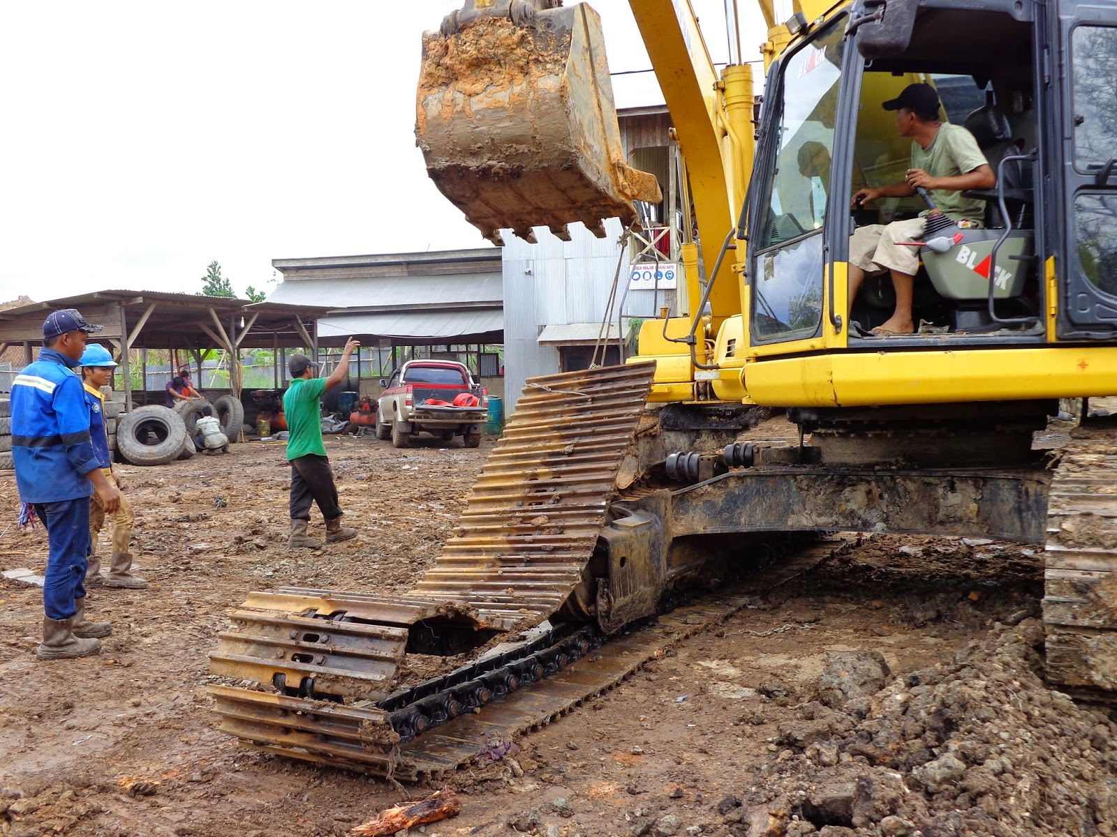 Operating Excavator safety regulations