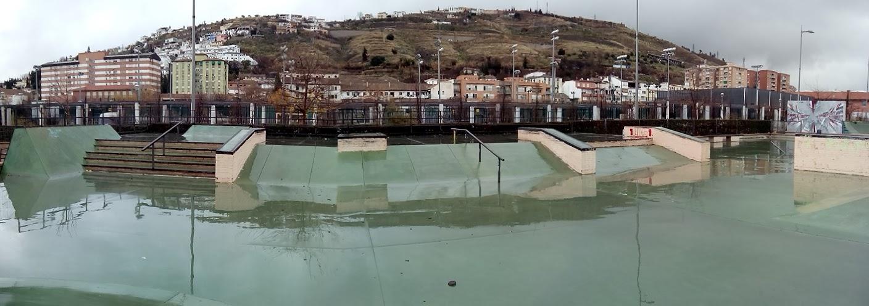Espa a skateparks skatepark bola de oro granada for Piscina bola de oro granada
