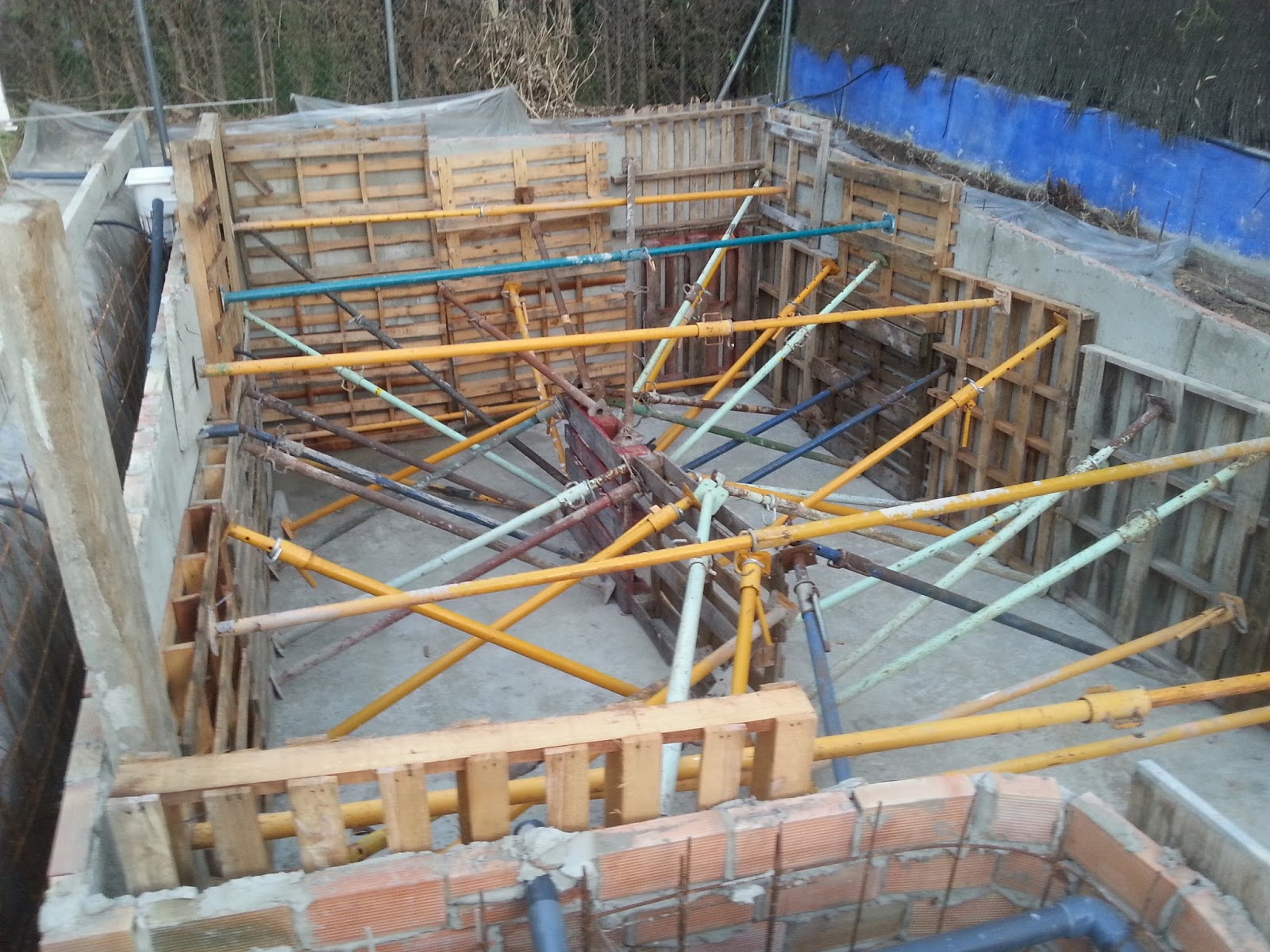 Como encofrar una piscina materiales para la renovaci n for Planos para construir una piscina de hormigon