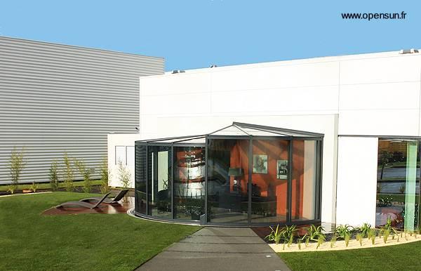 Arquitectura de casas cerramientos redondos con cristales for Porche casa moderna
