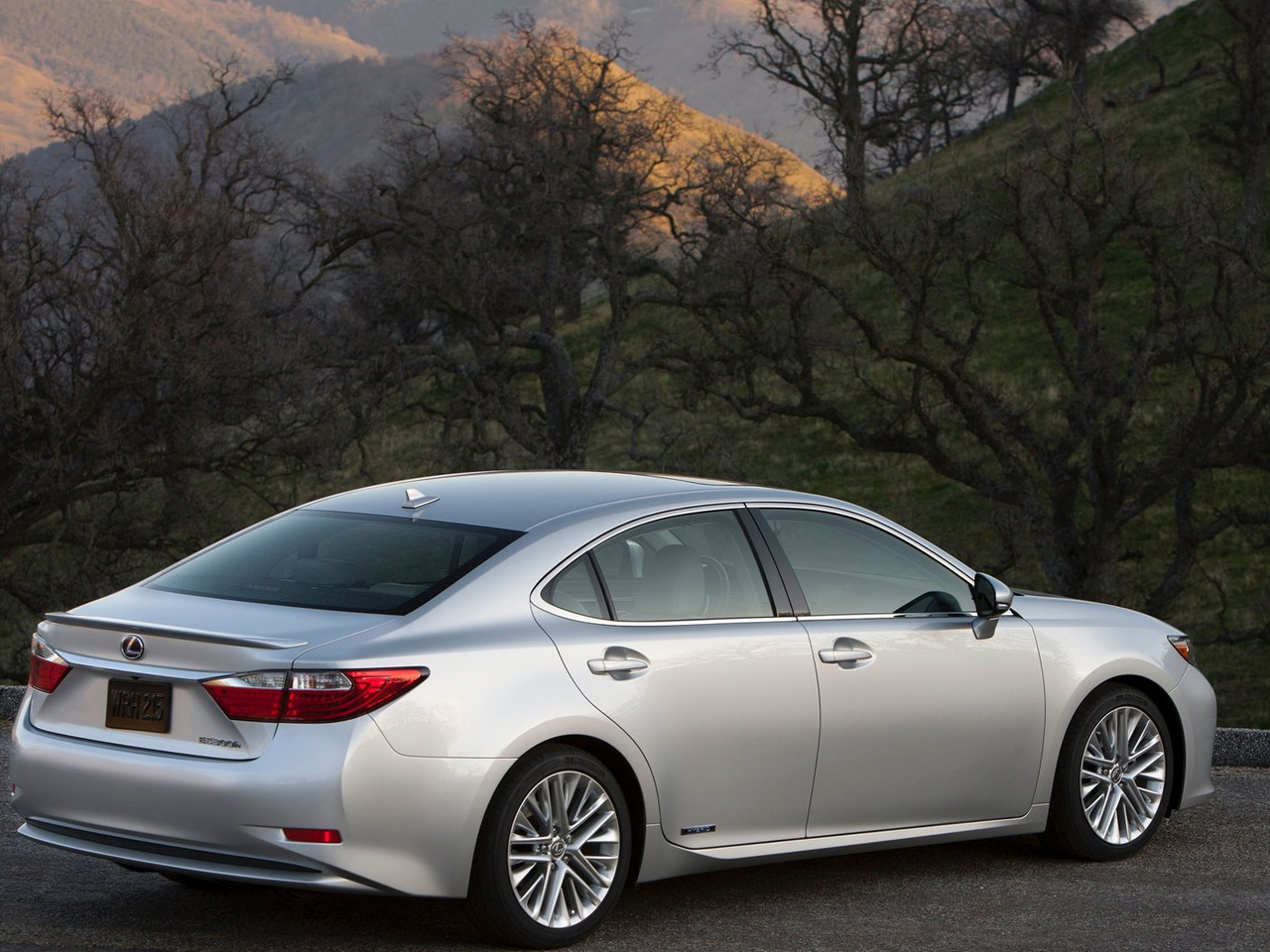 2013 lexus es 300h review and pictures. Black Bedroom Furniture Sets. Home Design Ideas