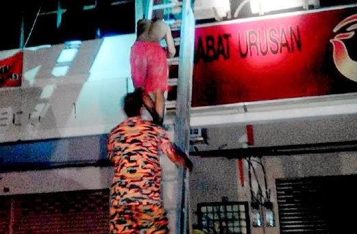 Bomba bantu turunkan 2 beradik lelaki yang lari naik ke bumbung hotel murah elak daripada dicekup kerana khalwat