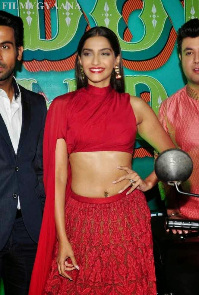 sonam kapoor latest hot and spicy wallpapers
