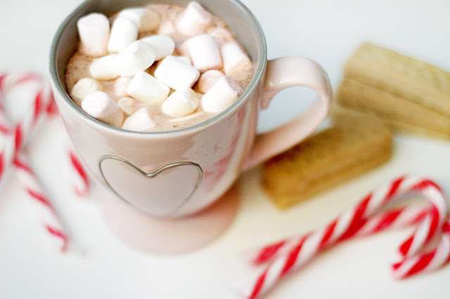 christmas gift ideas gifting candy cane marshmallows hot chocolate biscuits festive season