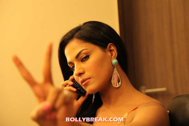 Veena Malik T20 Match Host -  Veena Malik Hosting India T20 Cricket Match