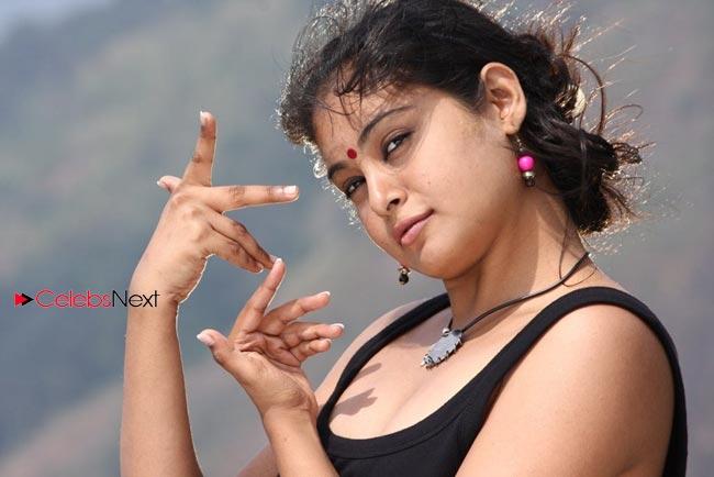 ... Hot Photo Gallery ~ Celebs Next   Arundhati hot actress boob kiss