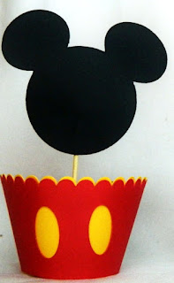Mickey and Minnie in Red: Cute Free Printable Cupcake Wrappers and Toppers.