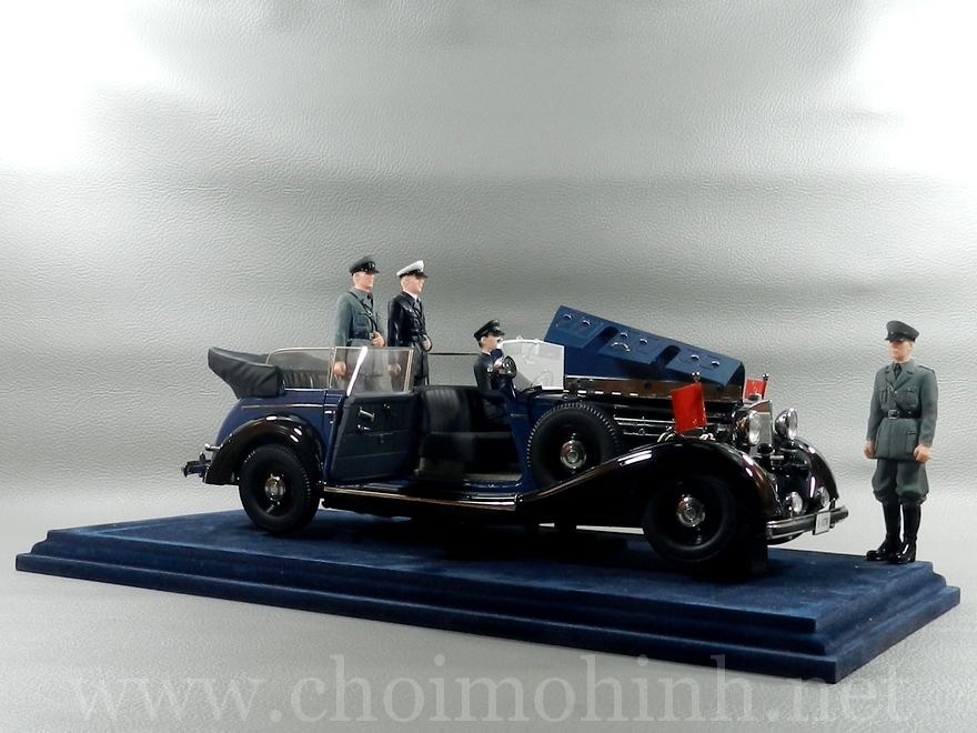 Mercedes-Benz 770K Cabriolet 1938 1:18 Primier Miniature Signature Models door