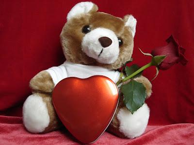 Osito con rosa roja para el Día del Amor y la Amistad