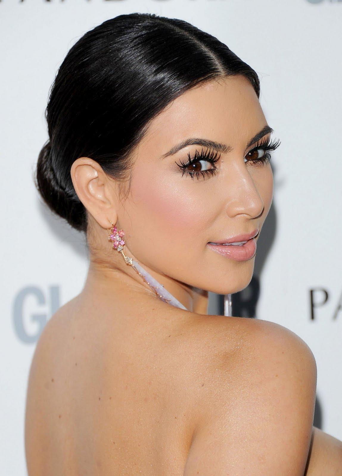 http://3.bp.blogspot.com/-GLB0oKcVJw4/TfJak8SS6QI/AAAAAAAAAdg/06eI9BZIcb8/s1600/Kim-Kardashian-51.jpg