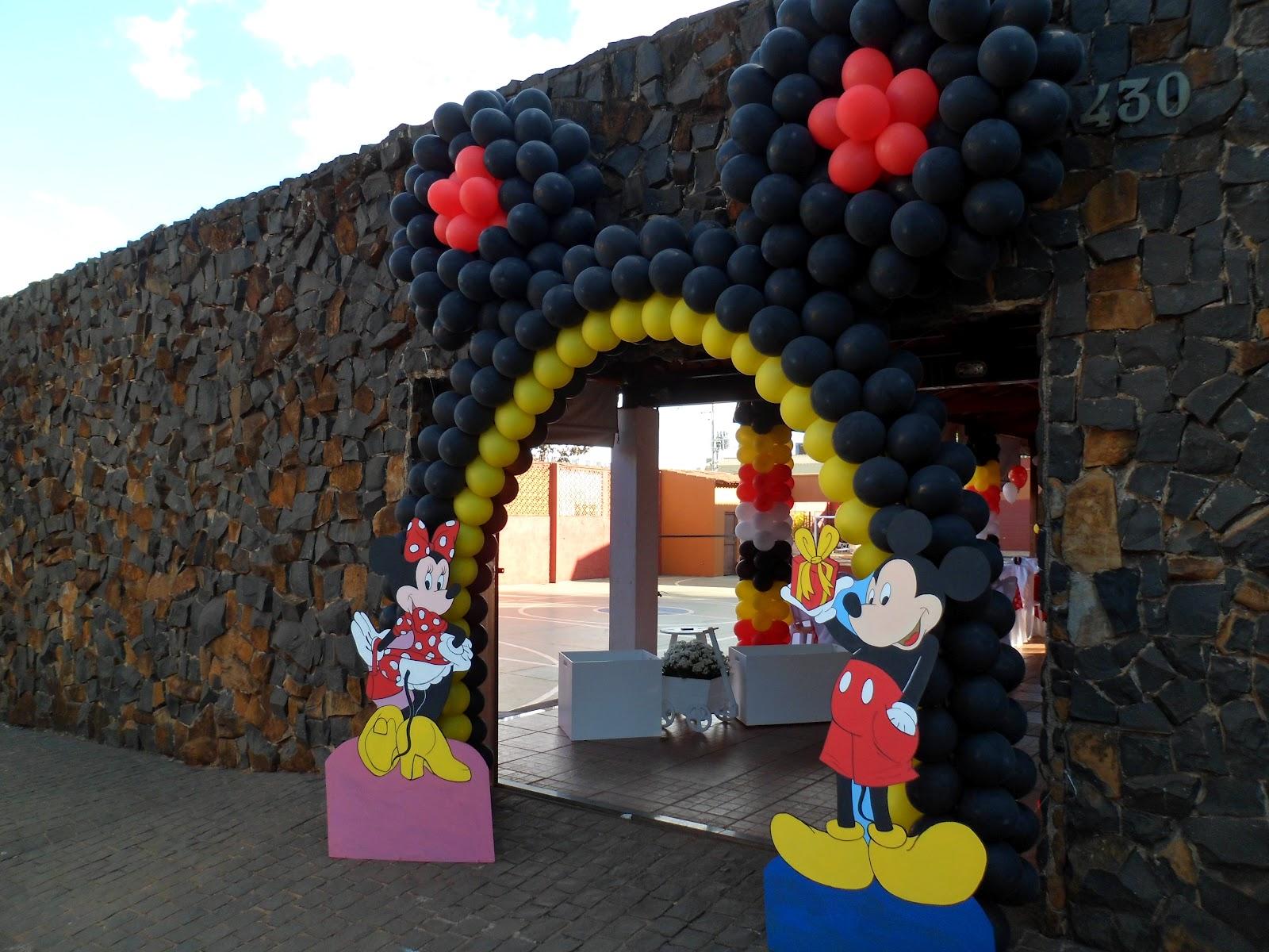 Minnie já está entrando na festa!!! Mickey não esqueceu o presente