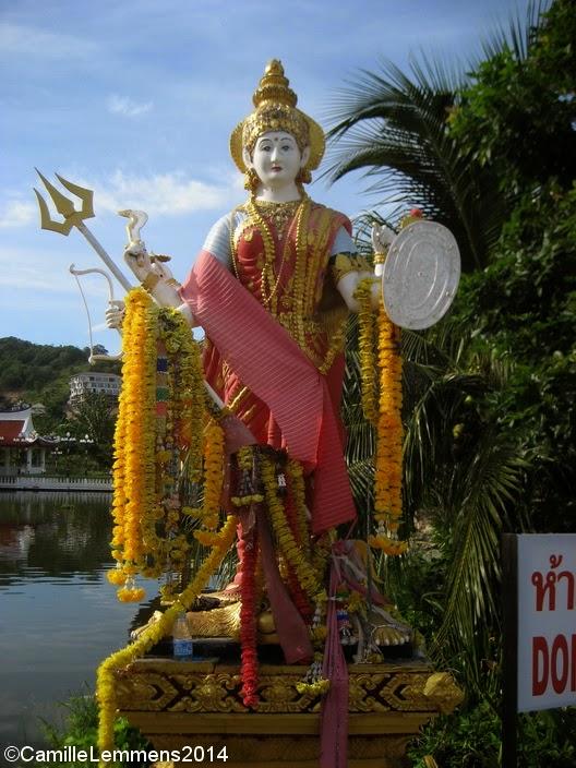 Statue at Wat Plai Laem
