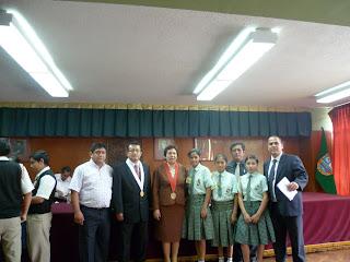 los profesores Rosa seminario More y Miguel Arambulo García responsables de la Agrupación Estudiantil de Prevención del Delito.