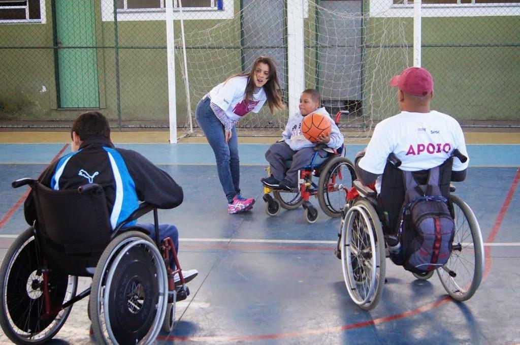 Alunos cadeirantes da Rede Municipal participam do jogo de Basquete Adaptado no CEROM