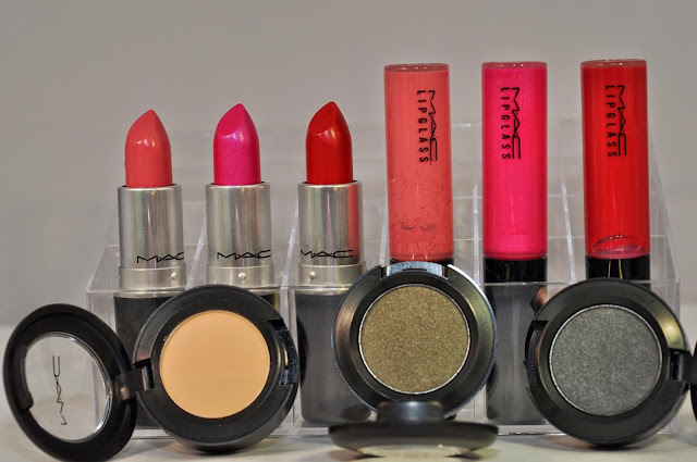 Lipstick: MAC Hoop, Pink Poodle, Glam, Lipglass: Hoop, Pink Poodle, Glam Eye Shadow: MAC Butterscotch, Fiction, Diesel