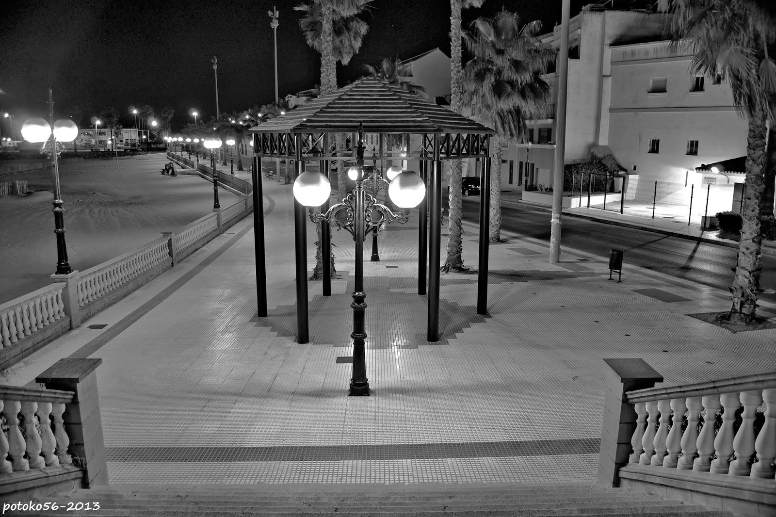 tranquila noche en el paseo de Rota