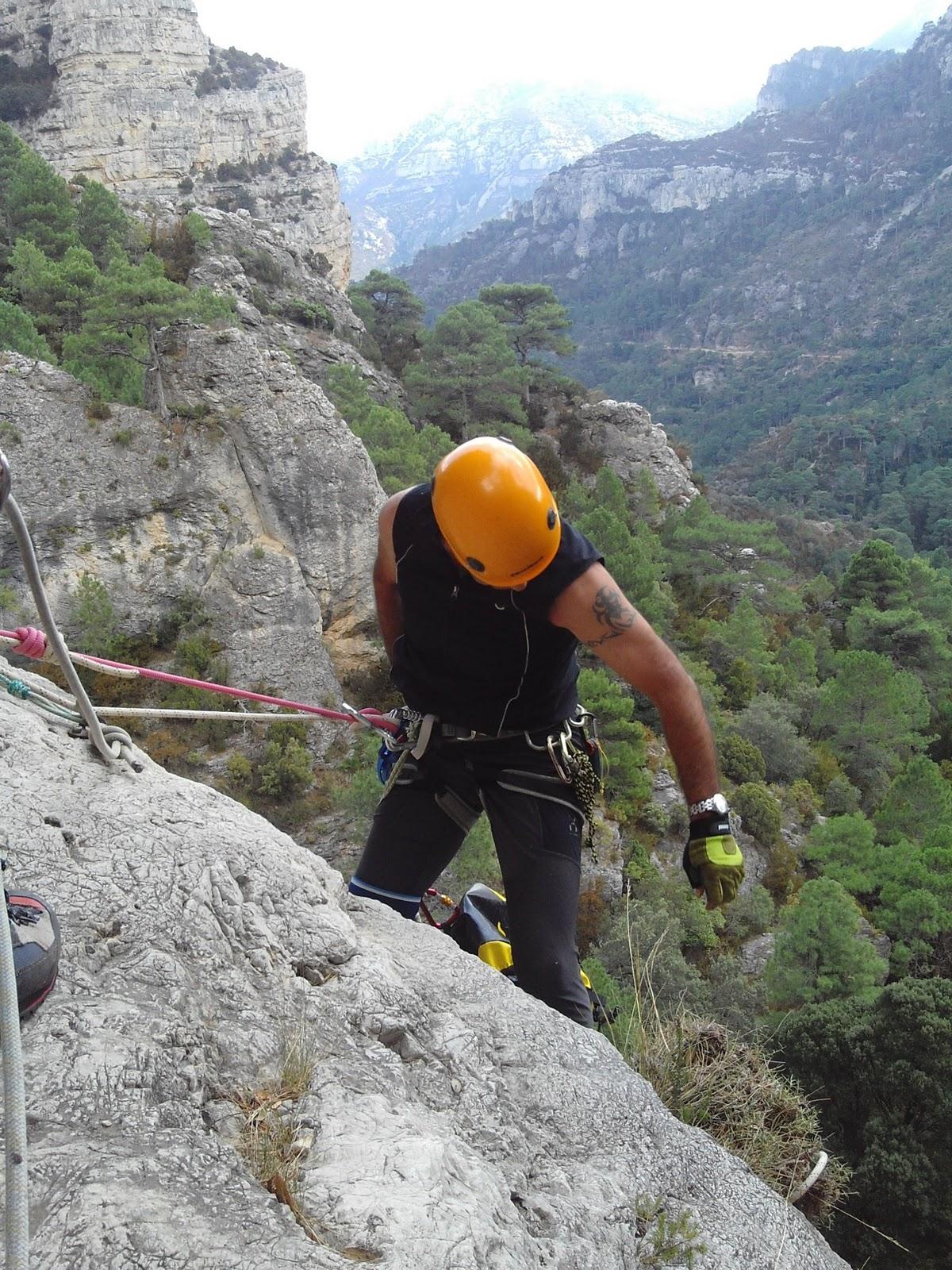 Associaci excursionista amposta coc fondo for Oficina de treball amposta