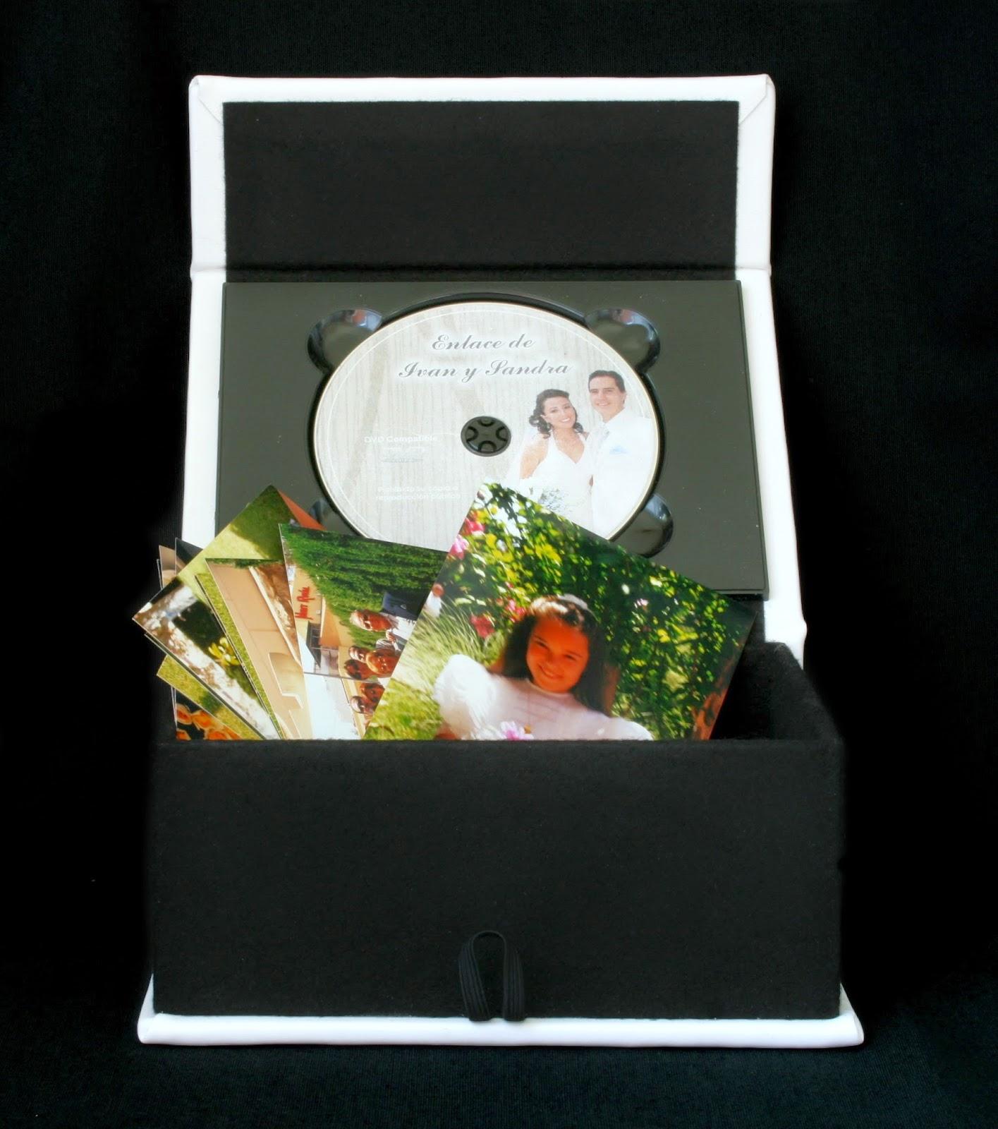 Estuche para fotos + 1 DVD Simil Piel Blanco abierto